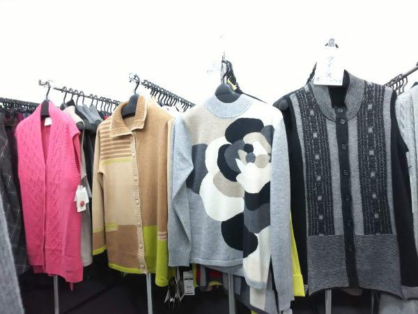 メーカー希望小売価格¥30,000~¥60,000 のカシミア100%のセーター、ベスト、カーディガンなどが、8割引きになる超お買い得な1週間!!